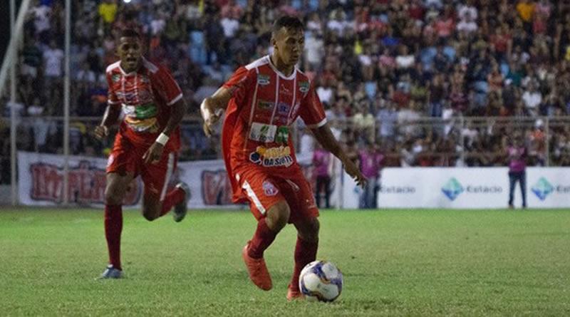 Marquinhos Bala, de 24 anos, assina com o Azulão até o fim do estadual.