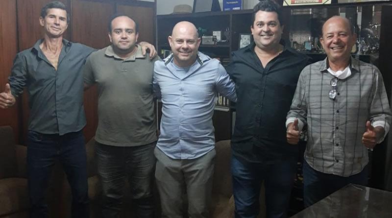 Da esquerda para a direita, estão: Davi de Oliveira, Rogério Santos, Alexandre Souza - gestor da nova parceria - e Flávio Queiroz