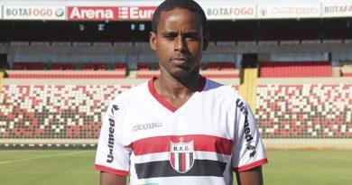 Volante é o primeiro reforço do Botafogo   Crédito: Divulgação/Botafogo S/A