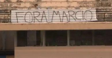 Torcedores pedem a saída do presidente do São Bento | Crédito: TV FPF