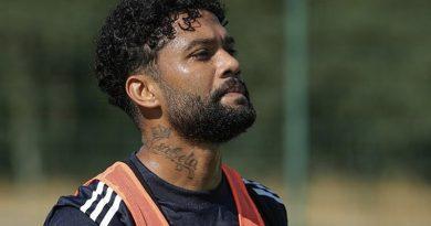 Brasileiro vai para mais uma temporada na Europa