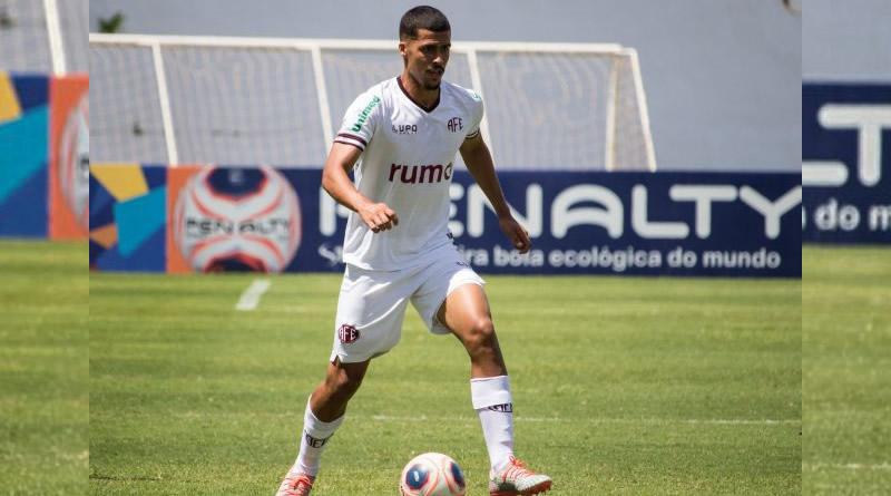 Zagueiro pode ir parar no Cruzeiro | Crédito: Tiago Pavini / Ferroviária S/A