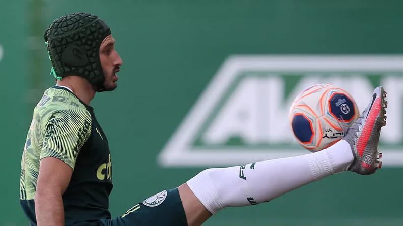 Viña apareceu no treino do Palmeiras de capacete | Crédito: Cesar Greco\ Ag. Palmeiras
