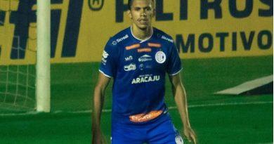 Jeferson Lima já foca o jogo do Confiança contra o Avaí