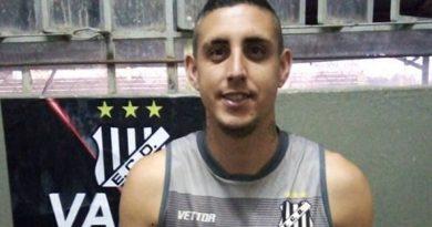 Jogador foi campeão paulista pelo Santos