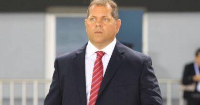 Treinador pediu demissão após derrota para o Velo