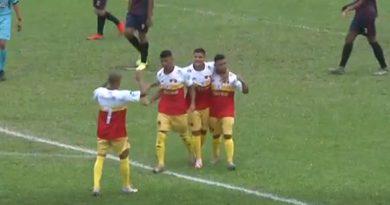 Biel comemora o primeiro gol do Jabaquara