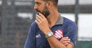 Contrato do treinador foi renovado até o fim da Série D