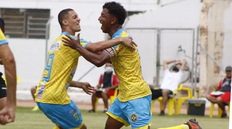 João Marcos celebra o primeiro gol do Araçatuba