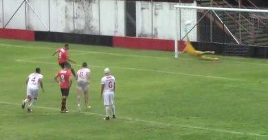 Teixeira marcou dois gols de pênalti | Crédito: reprodução
