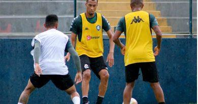 Salatiel já treina com os novos companheiros   Samara Miranda/Clube do Remo