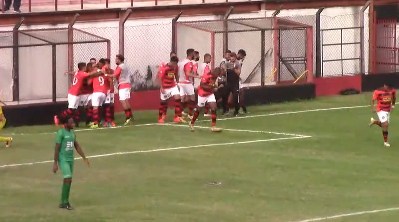 Gol do Flamengo saiu no começo do segundo tempo