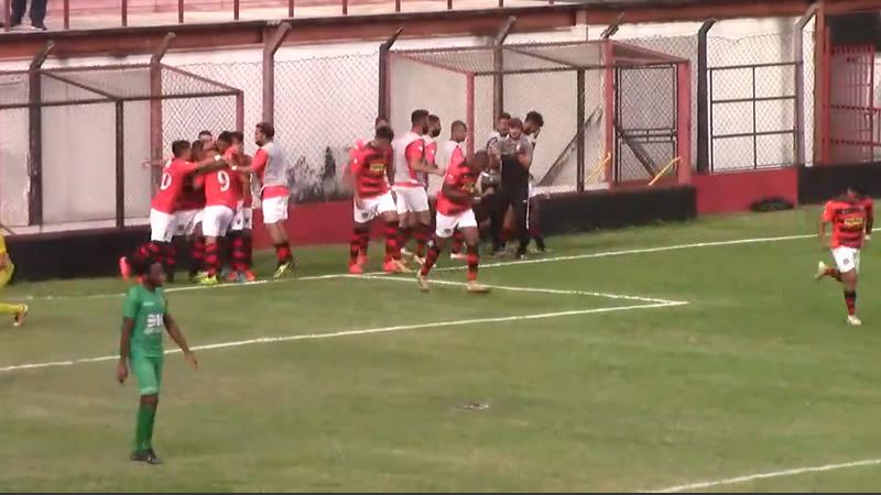 Gol do Flamengo saiu no começo do segundo tempo