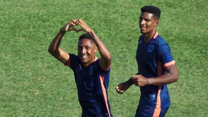 Paulinho fez o gol de empate do time da casa