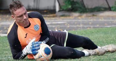 Paulo Vitor renovou com o São Bento